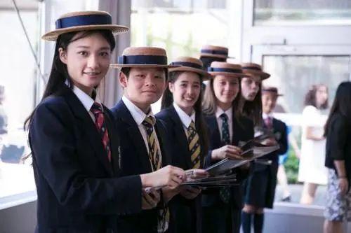 学区房再掀波澜!为上名校深圳家长集体下跪!进个好学校真就这么难?