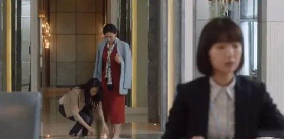"""《三十而已》顾佳:爱马仕、贵妇圈、学区房,""""为了孩子,我必须无所不能!"""""""