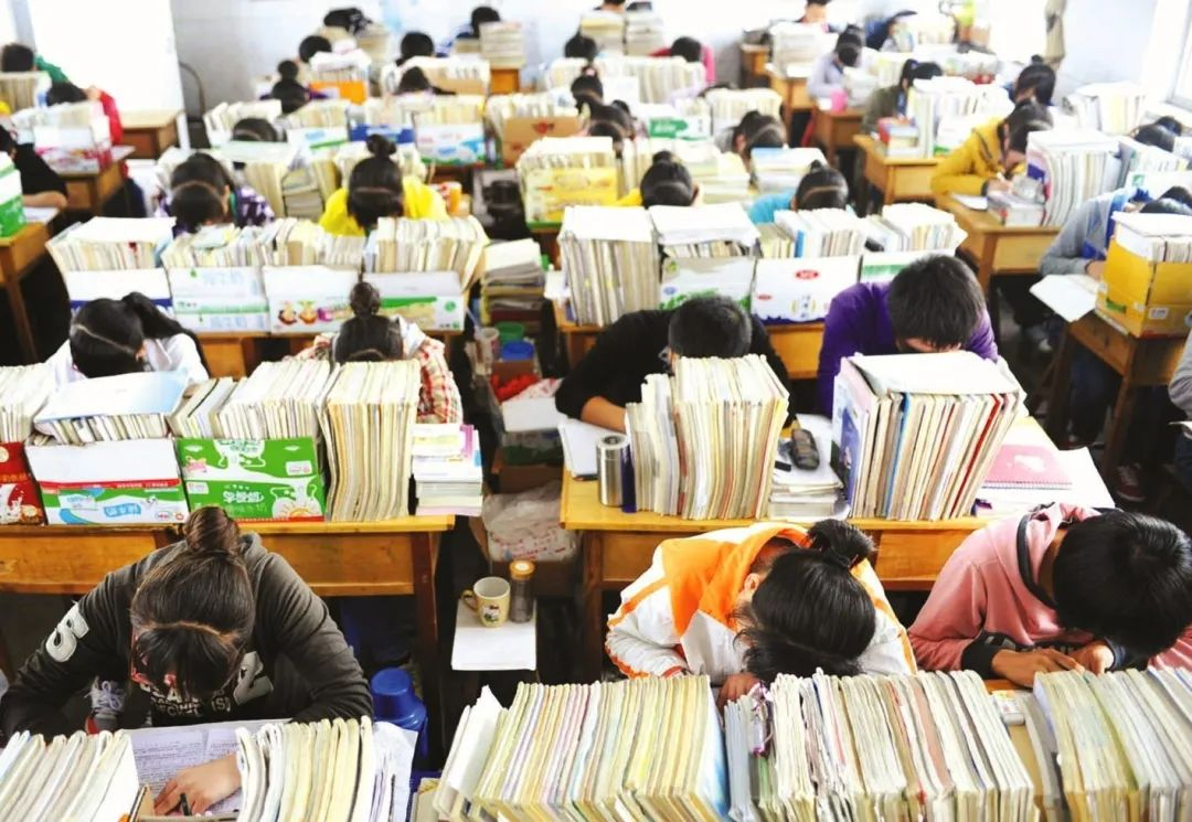 高考移民引争议!北大为何拒绝高考状元,反而录取外籍生?