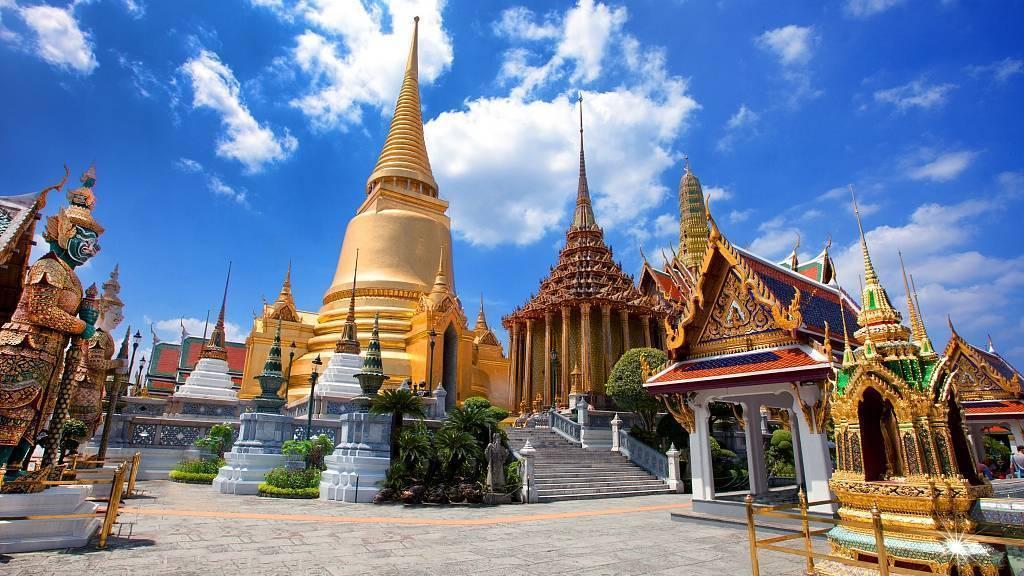 前半生为爱委屈,后半生圆梦泰国