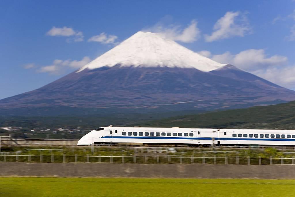 日本富士山新干线.jpg