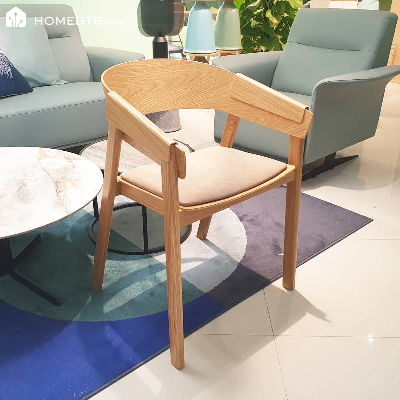 Simple Wooden Lounge Chair